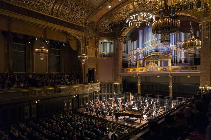 Az Orchestre de Chambre de Lausanne a Zeneakadémia nagytermében