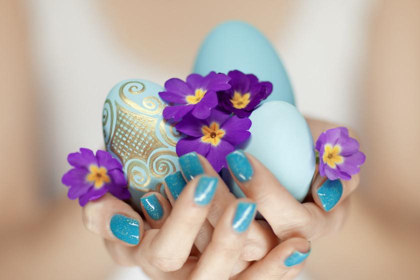 Húsvétra festhetsz a körmödre nyuszit, bárányt vagy csibét, de ha csak a tavasz vidám pasztellszíneivel pingálod ki, az is elővarázsolja az ünnep hangulatát.