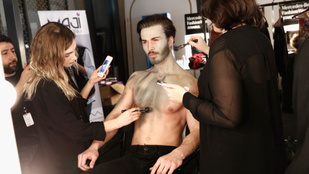 Bajusz-szakáll plusz testfestés kombót talán még nem is láttunk