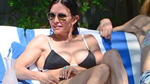 Csak a szélnek köszönheti, hogy Courteney Coxot bikiniben láthatja
