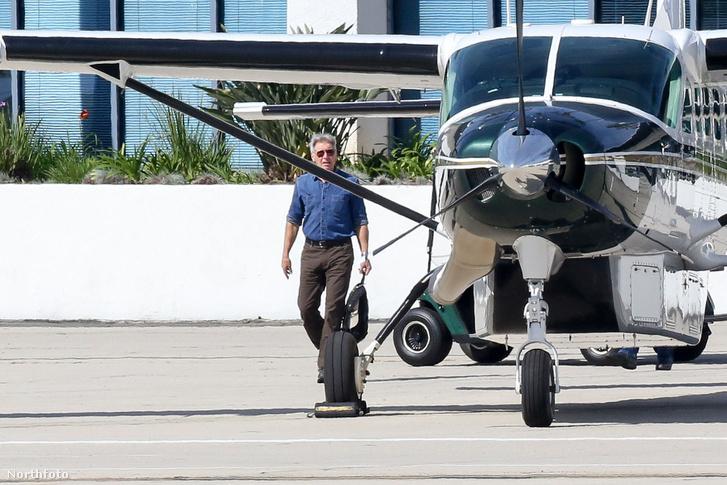 Harrison Ford a Cessna Caravannal február 14-én