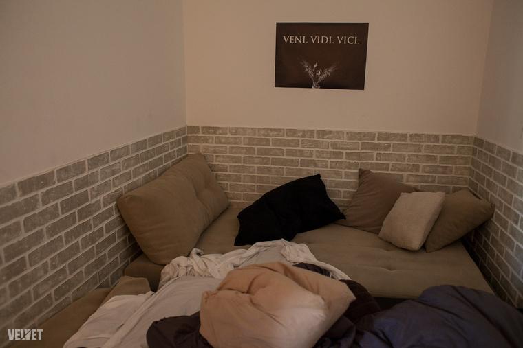 Az ominózus ágy, amire felmehet bárki, aki szobatiszta.
