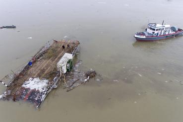 A tiszacsegei kompot február közepén a jeges ár sodorta el,