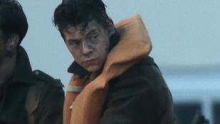 A feloszlott One Direction énekese, Harry Styles egy helikopterről lógva forgatta új videóklipjét