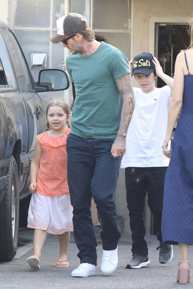 A könnyed családi bevásárláson ott volt Cruz, Beckham 12 éves fia is, aki popzenei karrieről is álmodozik
