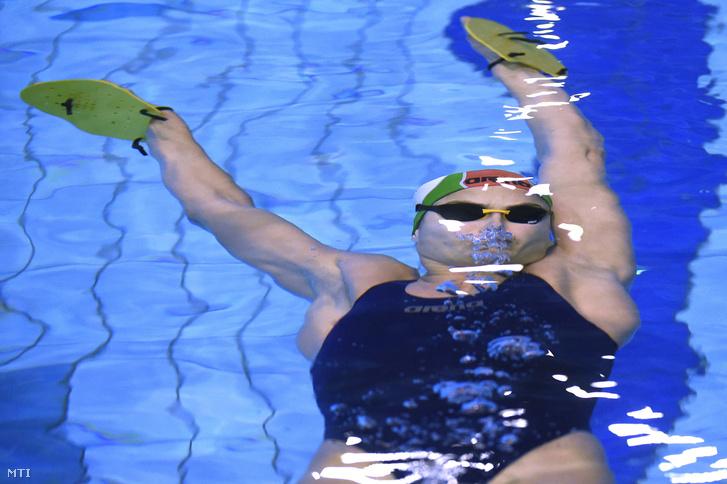 Jakabos edz a gyõri Aqua Sportközpontban