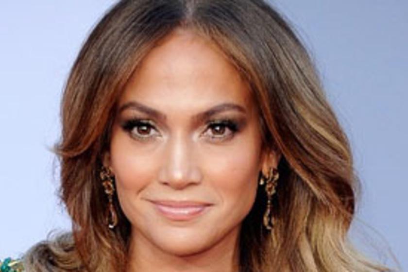 434861c14d Jennifer Lopez túl szűk ruhában lépett a vörös szőnyegre