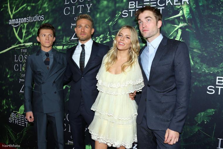 Nehéz eldönteni, hogy Pattinson tényleg elvesztett-e a mojóját, vagy egyszerűen csak nem sikerült róla egyetlen jó képet se csinálni az este folyamán.