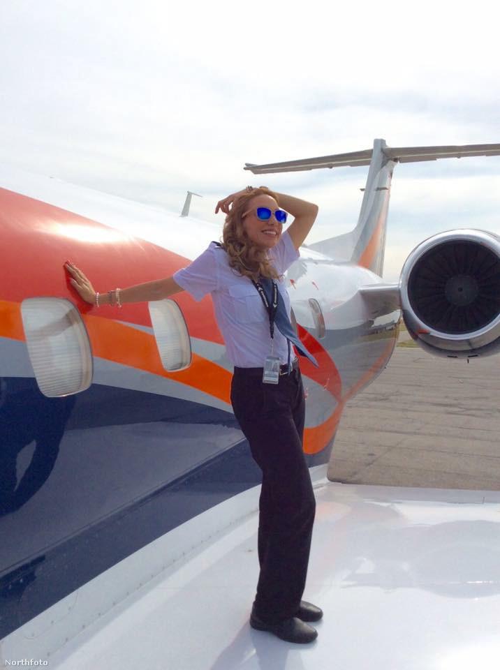 Mióta viszont megszerezte a pilóta képesítést, elég jól behozta lemaradását: összesen 39 országban fordult meg.