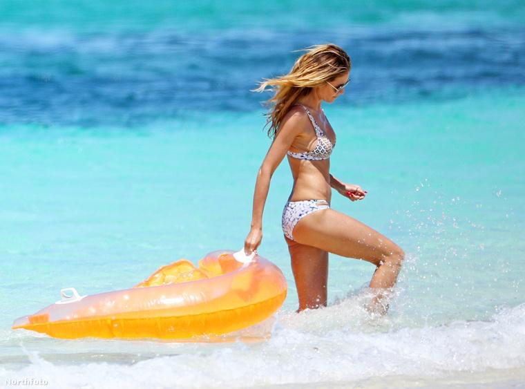 Heidi Klum természetes szépségével továbbra sem tudunk betelni: a német modell április elején kétrészes bikiniben nyaralt a tengerparton családjával a Kuba mellett található Turks- és Caicos-szigeteken.