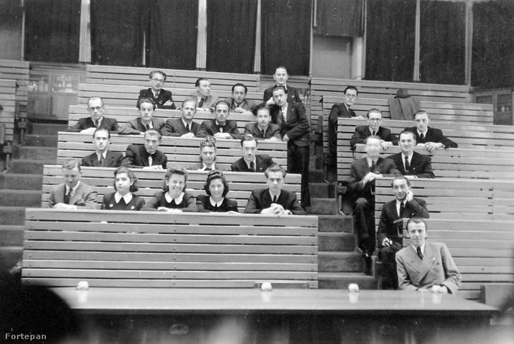 Egyetemi előadás a '40-es években