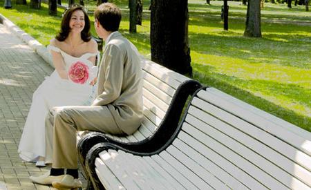 az exem valakivel randevúzik, hogy féltékeny legyen