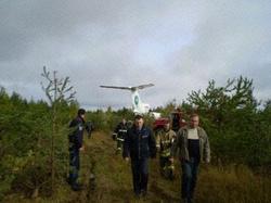 A Tu-154-es a fák között (Fotók: Komi Rendkívüli Helyzetek Minisztériuma)