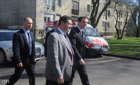 Pál Tibor Bajnai mellett rója a kerületet még márciusban