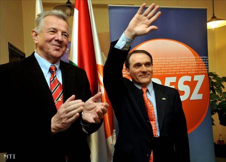 Bácskai János a Fidesz IX. kerületi irodájában
