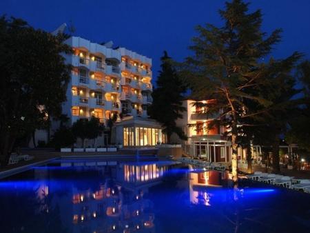 A Hunguest Hotel Sun Resort, a montenegrói  Herceg Noviban