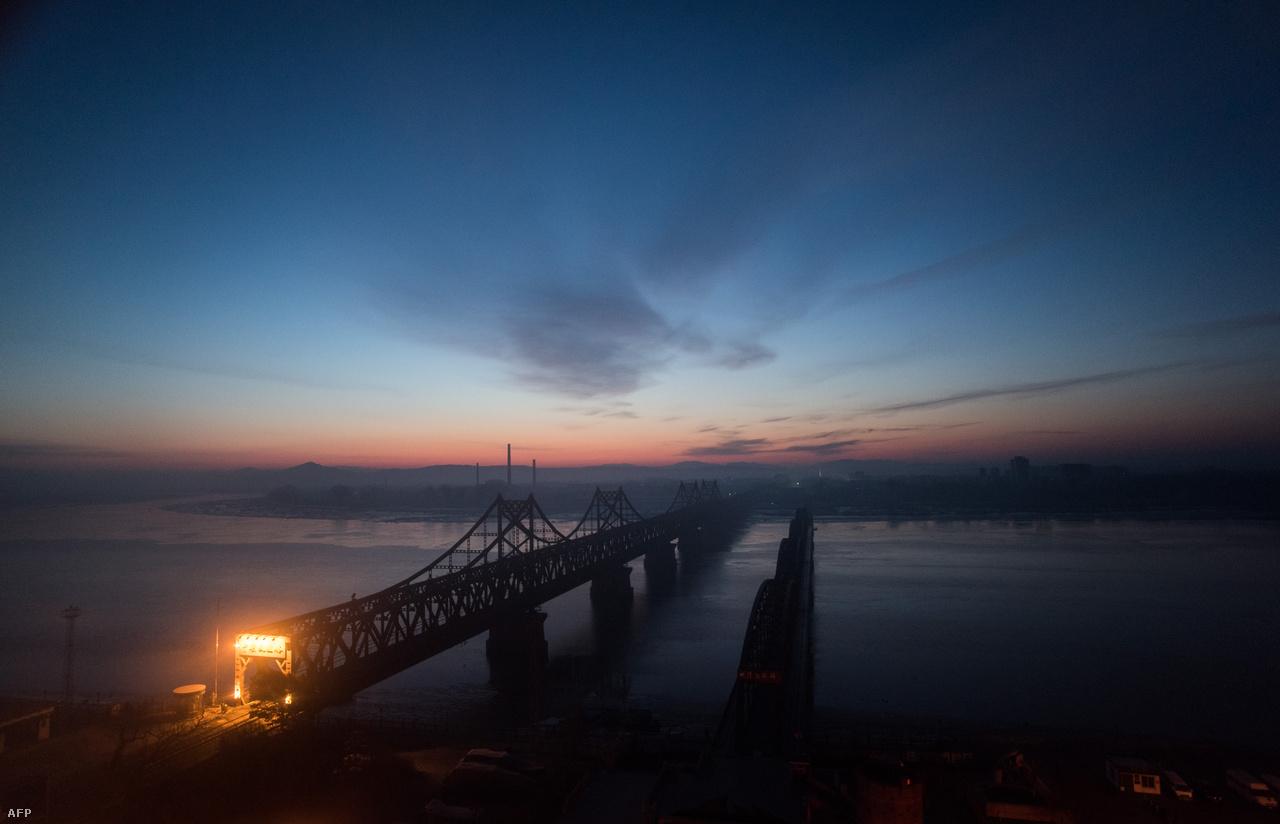 Híd Dandongnál, a kínai-észak-koreai határon.