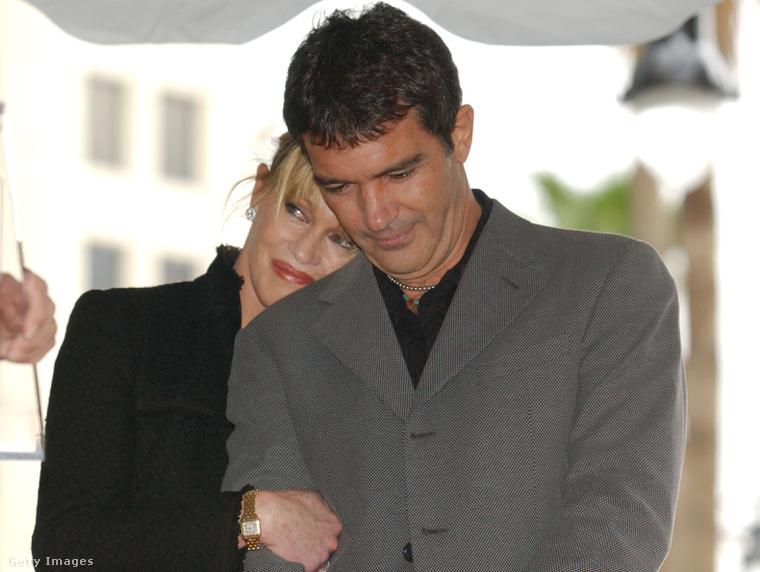 Mondanunk sem kell, hogy itt még Antonio Banderas-szal szeretik egymást.