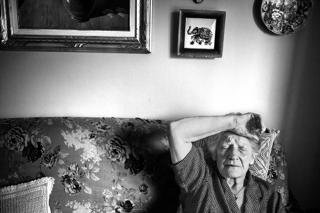 Romana Blasotti Pavesi (született 1929-ben), Casale Monferrato, Alessandria. Romana elvesztette az eternitgyárban dolgozó férjét, nővérét, lányát, unokahúgát. Mindannyian mellhártyarákban haltak meg. Romana az Eternit S.P.A. elleni jogi harc fő alakja. Ő volt az elnöke az Azbesztózis Áldozatai és Hozzátartozóik Szövetségének (AFEVA) 1988 és 2015 között. Amikor 2014. november 19-én Stephan Schmidheinyt, a cég első fokon felelősnek talált és elítélt svájci vezetőjét az olasz legfelsőbb bíróság felmentette, idegösszeomlást kapott.