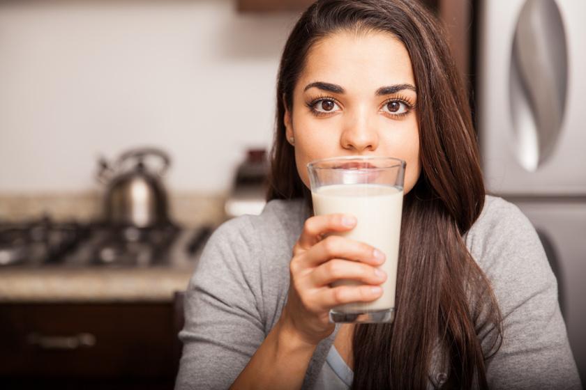 iszik tejet