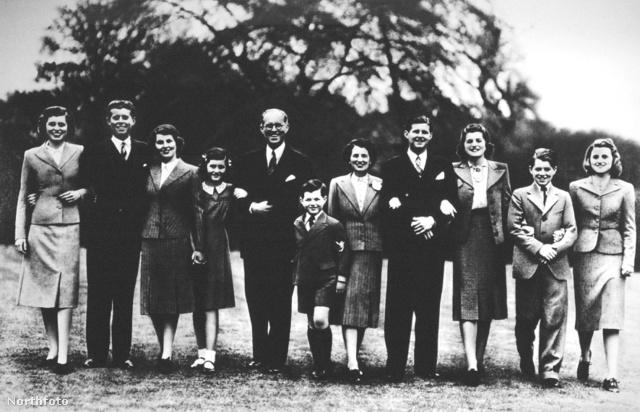 A Kennedy-család 1939-ben, Rosemary balról a harmadik.