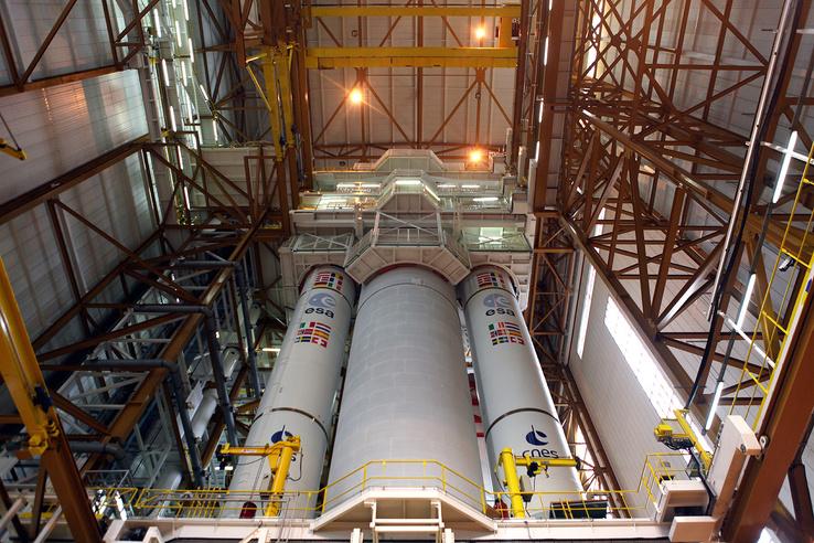 Ariane 5 rakéta az összeszerelő-csarnokban.