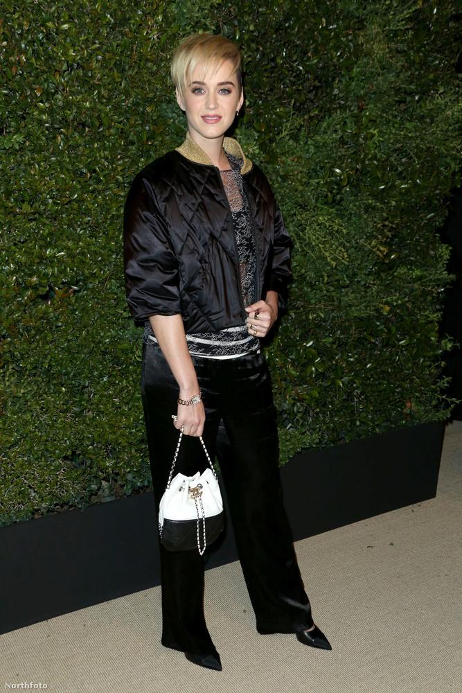 Ezt az estét a Chanel tiszteletére rendezték, hát naná, hogy kötelező volt az elegancia.