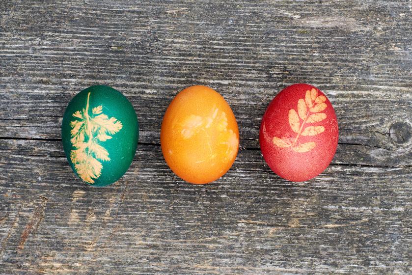 Természetes módon festett, berzselt tojás