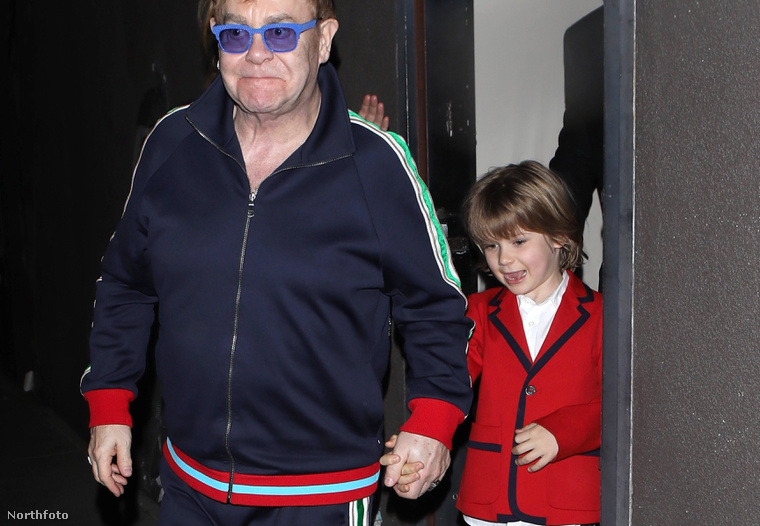 Elton John melegítőben!