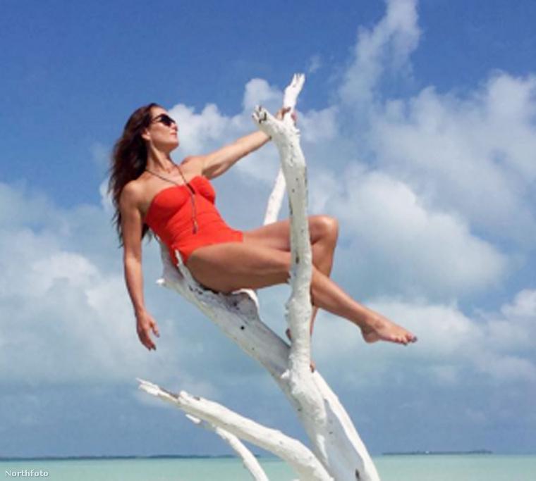 A celebek varázslatos világában is közeledik a nyár, sőt már meg is érkezett! Mutatunk néhány tengerparti, bikinis fotót és egyúttal felidézzük a hét legizgalmasabb képeit!Itt éppen Brooke Shields látható, aki már nagyon érzi a nyarat, és Instagramján rendszeresen oszt meg fülledt, meleg képeket.