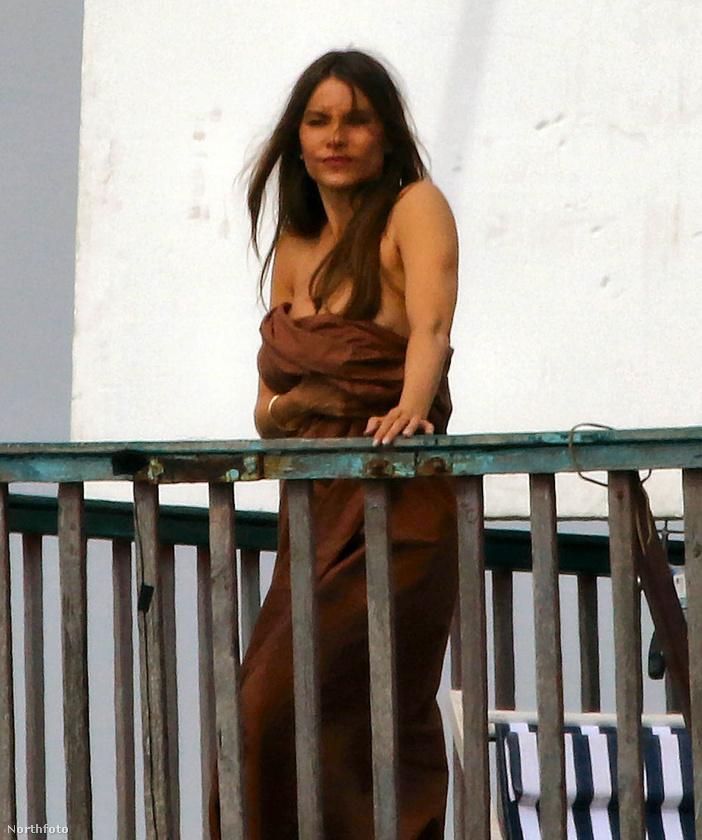 Végül egy egész alakos a kolumbiai szépségről, csak, hogy olajozottabban induljon a hét