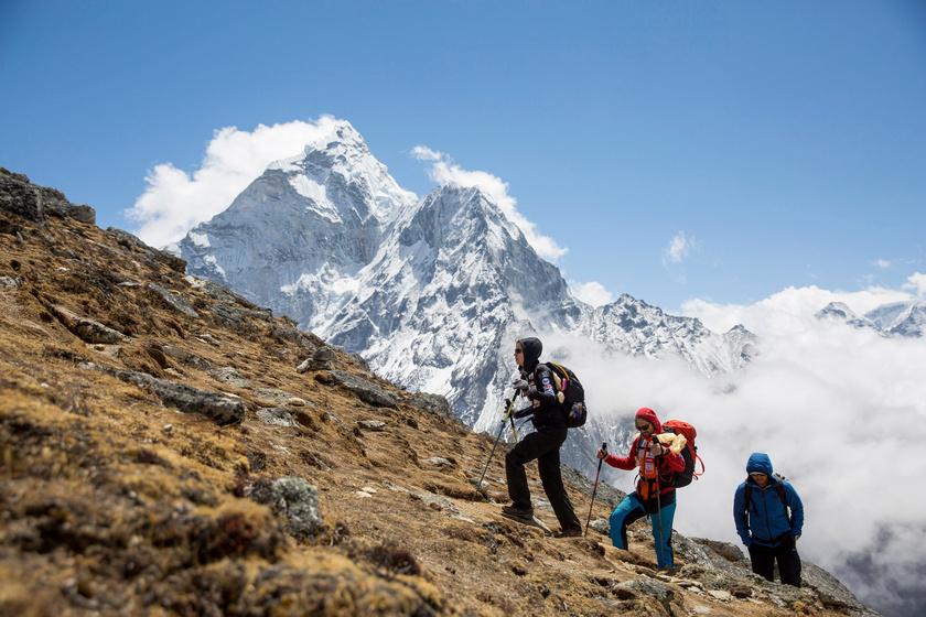 Klein Dávid hegymászó útban az Everest alaptáborba Lobuche mellett.