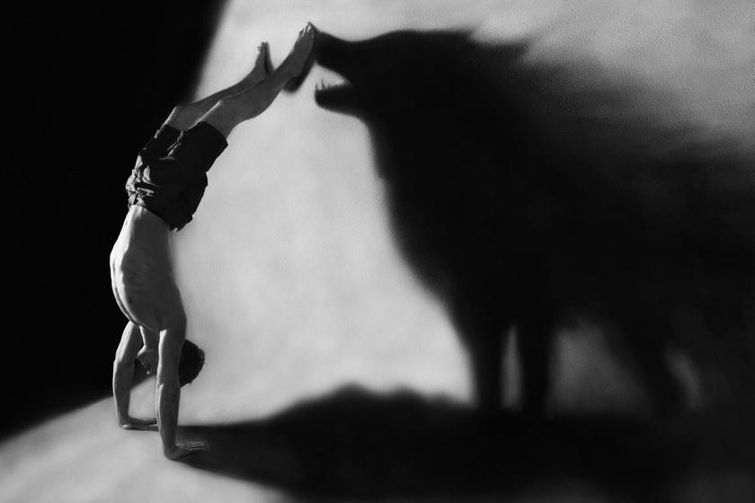 farkas-kezen-allas