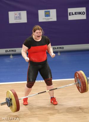 Magát Krisztina a nõk plusz 90 kilogrammos súlycsoportjában a spliti súlyemelõ Európa-bajnokságon 2017. április 8-án.