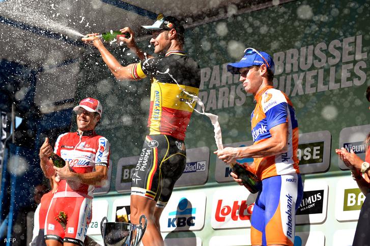 Oscar Freire a második, Tom Boonen az elős és Mark Renshaw a harmadik fokán a dobogónak a 2012-es Párizs-Brüsszel kerékpárversenyen
