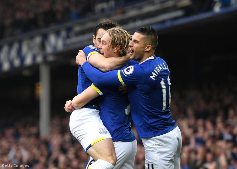 Vasárnap jön a nyuszi!(Az Everton brit labdarúgócsapat játékosai)