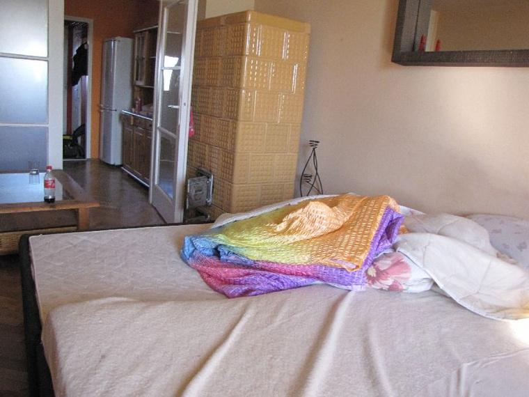 Itt a takaró, amivel be tudtak takarózni a kuncsaftok.