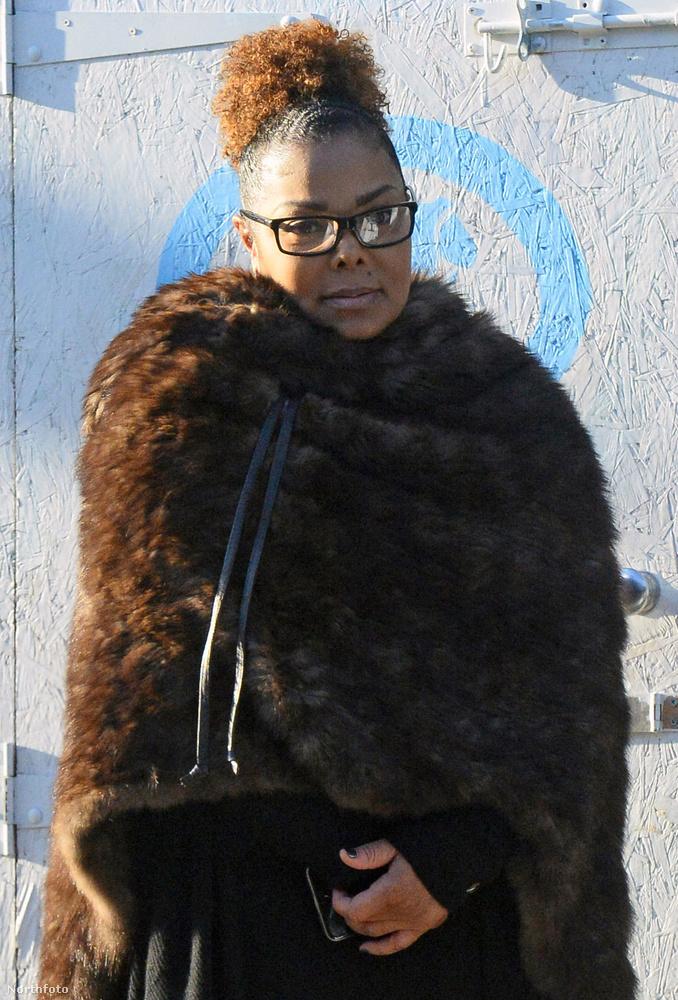 Janet Jackson 50 évesen szülte meg első gyerekét januárban, fia az Eissa Al Mana nevet kapta