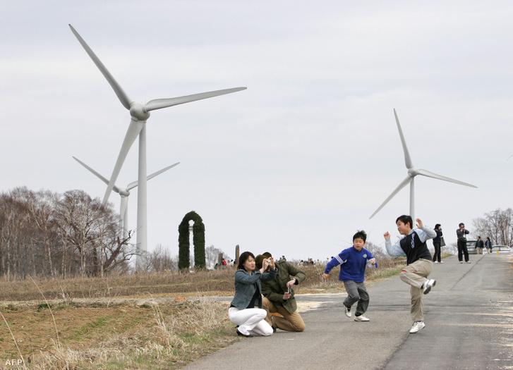Szélerőművek Japán északi részén, a Fukushima prefektúrában lévő Kórijama város közelében