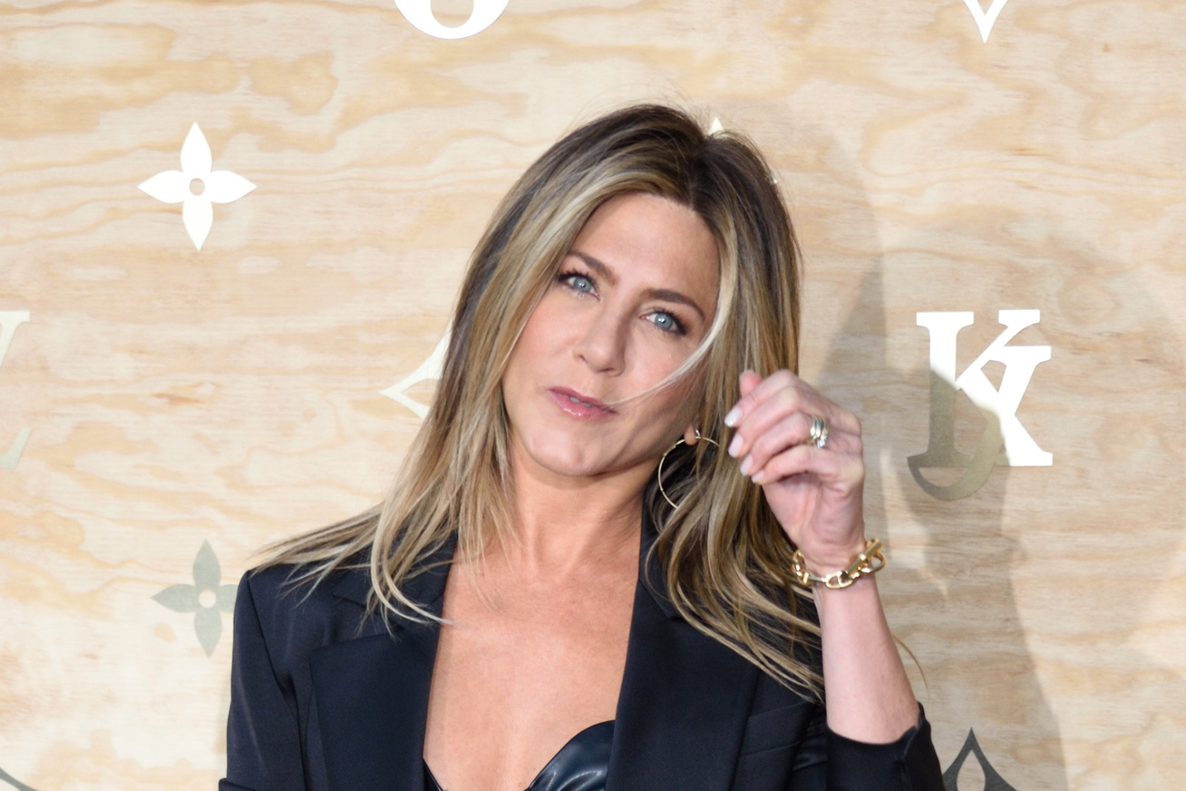 jennifer-aniston-szexi-felso-cover