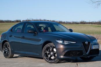 280 lóerő, összkerékhajtás, Alfa Romeo. Mi baj lehet?
