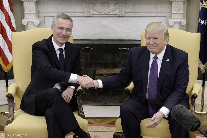 Jens Stoltenberg NATO-főtitkár és Donald Trump amerikai elnök 2017. április 12-én.