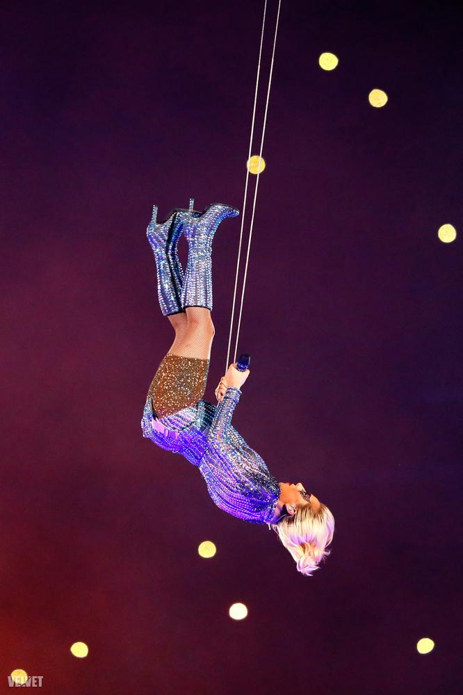 Helyette Lady Gaga érkezik, remélhetőleg hasonlóan látványos show-val, mint a Super Bowlon