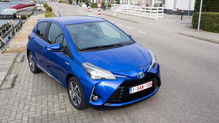 Tényleg öt litert fogyaszt, állítja a Toyota 900, valós körülmények közt hajtott hibrid-Yaris adatai alapján