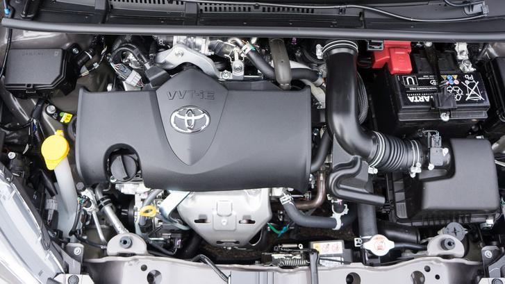 Na végre, szakadt ki belőlem, amikor megkaptuk az új 1,5 literes Dual VVT-IE motorral szerelt Yarist. A 111 lóerő manapság kevés a sportos jelzőhöz, de ezzel a motorral így is tökéletes a Toyota