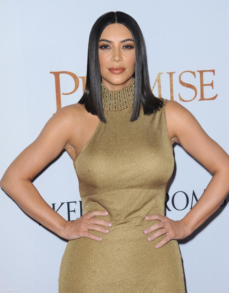 Ezt a fotót pedig jól jegyezze meg, ki tudja, mikor látjuk még egyszer Kim Kardashiant ennyire ízlésesen felöltözve!