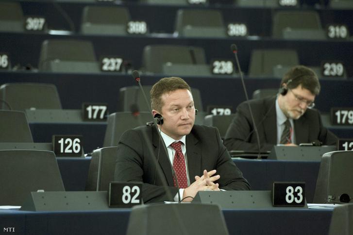 parlamenti (EP) képviselője az EP Magyarországról szóló plenáris vitája előtt Strasbourgban 2015. május 19-én.