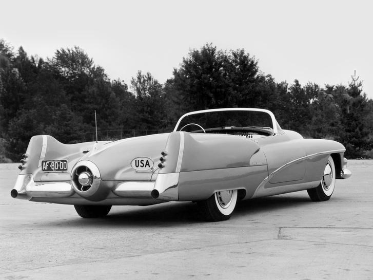 Az 1948-as Cadillac-en jelent meg először a fecskefarok, de pár év alatt szépen megnőtt