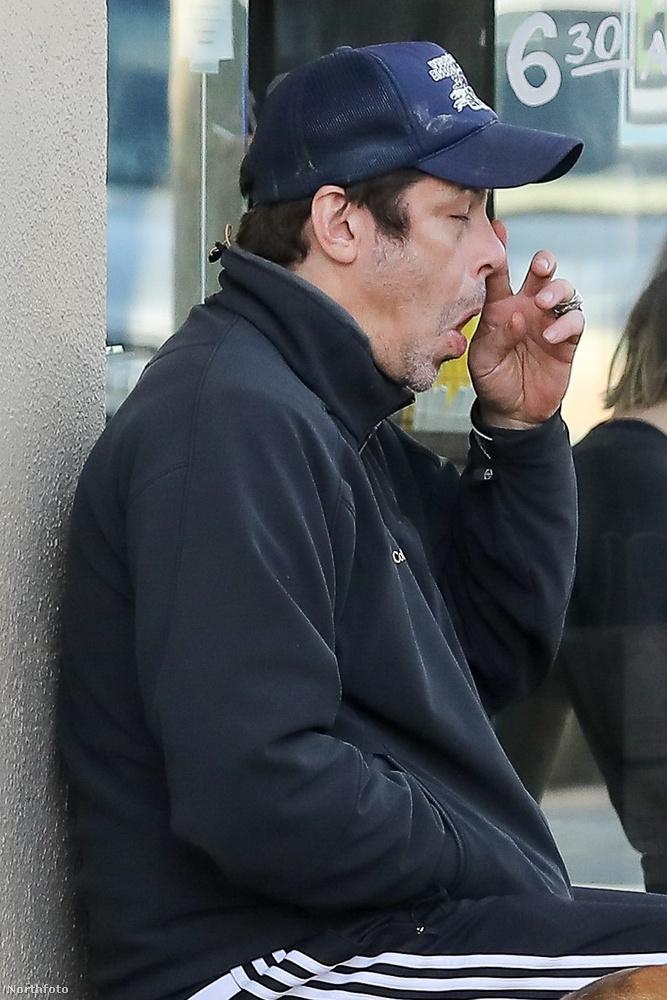 Az 51 éves Benicio del Toro április 13-án egykedvű arccal ült ki a kaliforniai Brentwood egyik kávézója elé.