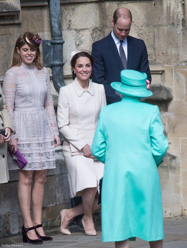Az akkori misét Erzsébet királynő kihagyta, de már jól van, így elment az ünnepi misére.